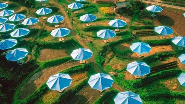 Groß, größer, Christo: 1991 stellten er und seine Frau Jeanne-Claude 3100 Schirme in Japan und den USA auf
