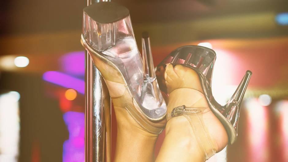 Reddit: Mann beschwert sich über Stripclub seiner Freundin