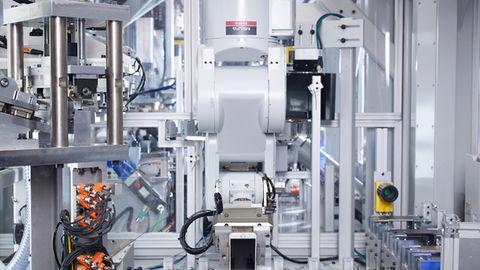Apples Daisy-Roboter kann bis zu 200 iPhones pro Stunde zerlegen.