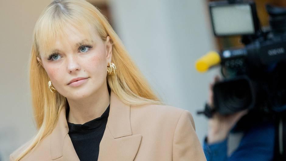 Influencerin Jana Weilert: Bonnie Strange muss 10.000 Euro Strafe zahlen, weil sie Verkäufer beleidigt hat