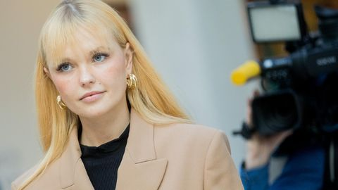 """Model und Influencerin: Wie die Bardot in den 70ern: Bonnie Strange schmückt das """"Playboy""""-Cover"""