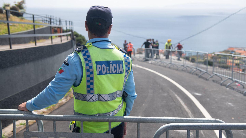 Busunfall auf Madeira - Polizei sichert Unglücksstelle
