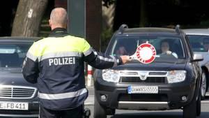 Die Polizei war nicht auf den massiven Widerstand vorbereitet (Symbolbild).