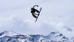 News - Snowboarderin stürzt 300 Meter in die Tiefe