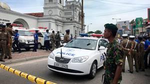 Soldaten der sri-lankischen Armee sichern das Gebiet um den St. Anthony's Shrine nach einer Explosion in Colombo