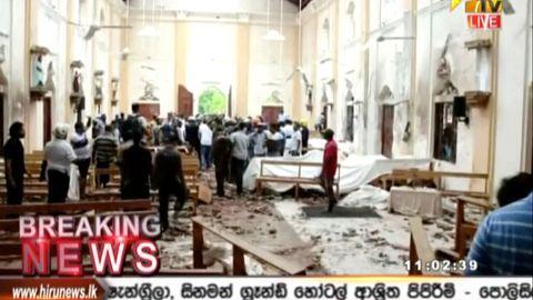 Dieses Standbild von einem Video von Hiru TV zeigt die Innenansicht der St.-Antonius-Kirche in Colombo nach einer Explosion