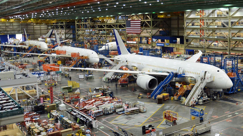 """14 Maschinen verlassen jeden Monat die Werkshallen: Die Produktion derBoeing 787,auch """"Dreamliner"""" genannt, erfolgt in den USA an zwei Standorten."""