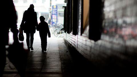 Alleinerziehende Mutter mit Kind