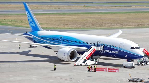 Im Juni 2011 auf dem Flughafen Berlin-Tegel: Erster Deutschland-Besuch einer Boeing 787