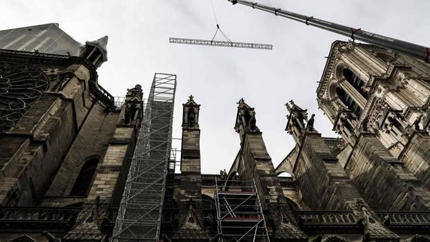 Notre-Dame erhält Plastikplane