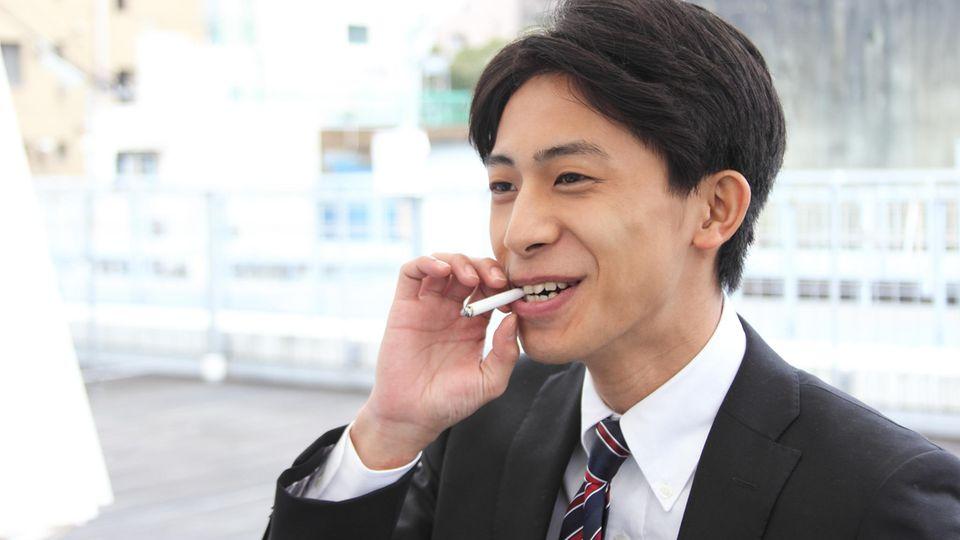 Rauchender Japaner