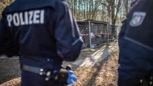 Polizisten auf einem Campingplatz in Lügde als Foto für Nachrichten aus Deutschland