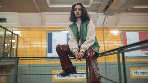 """""""Ich bin eine muslimische Frau, die rappt und selbstbewusst ist und das verbinden die wenigsten heutzutage mit muslimischen Frauen"""", erklärt die Rapperin Ebow."""