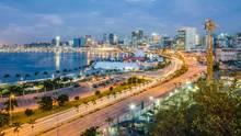 Die Einwohnerzahl von Luanda, der Hauptstadt Angolas, wird bis 2030 um 60 Prozent zunehmen. Die Herausforderung wird sein, ausreichend Wohnraum zu schaffen - vor allem der Zugang zu sanitären Anlagen wird zum Problem, da die Stadt aus allen Nähten quillt.
