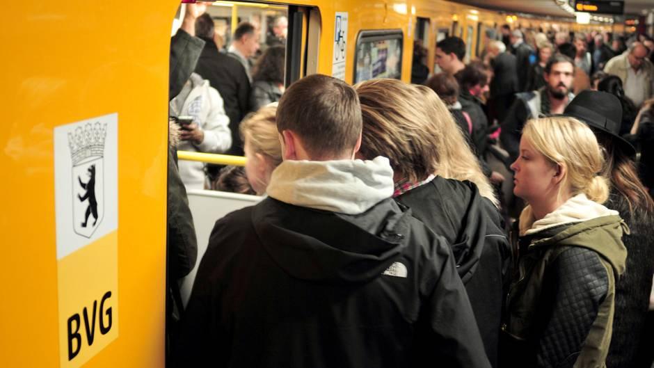 Überfüllte U-Bahn in Berlin