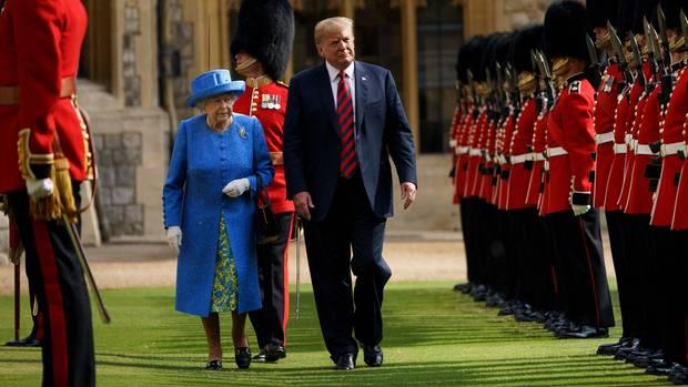 Queen Elizabeth II. Donald Trump