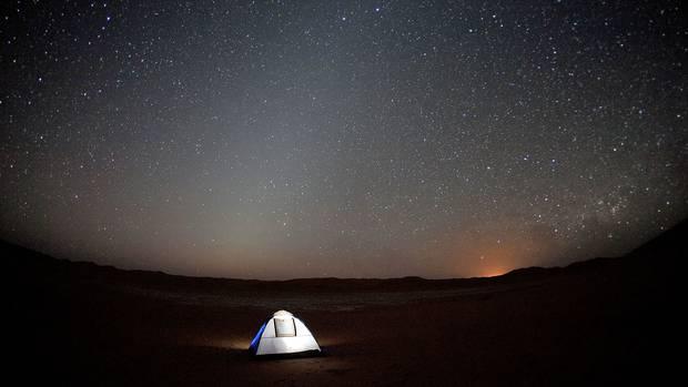 Steine und Sterne: in der Wüste des Omans lässt sich die Stille der Wüste erfahren