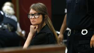 Anna Sorokin alias Anna Delvey wartet am Donnerstag im Gericht auf den Urteilsspruch