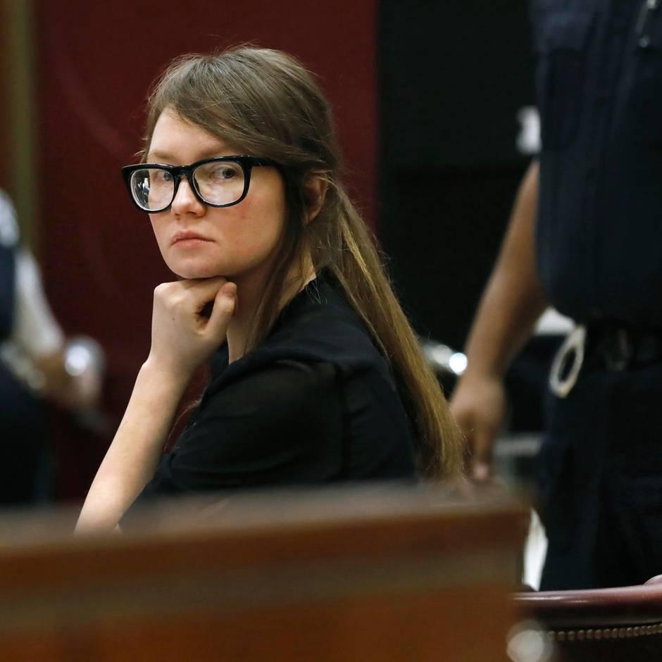 Deutsche Hochstaplerin: Ihre (Moden-)Schau vor Gericht nützte nichts: Fake-Erbin Anna Delvey schuldig gesprochen