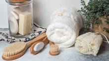 Nachhaltigkeit im Badezimmer muss nicht kompliziert sein: Mit diesen zwölf Tipps klappt es