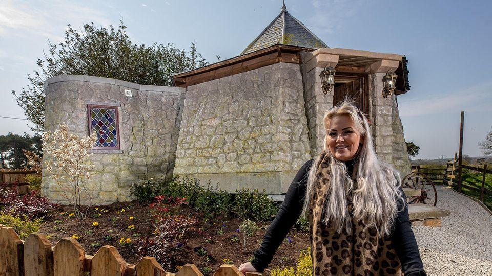 """""""Harry Potter""""-Fan Carol Cavendish hat im Norden Englands Hagrids Hütte als Ferienwohnung nachgebaut. Für 195 Pfund pro Nacht kann man sich wie in Hogwarts fühlen."""