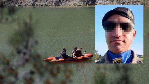 Zypern, Mitsero: Ermittler auf einem Boot suchen mit der Kamera nach einer Leiche in einem See bei Xiliatos.Auf der Touristeninsel Zypern soll ein Serienmörder (der auf dem kl. Bild zu sehen sein soll) mehrere Frauen umgebracht haben.