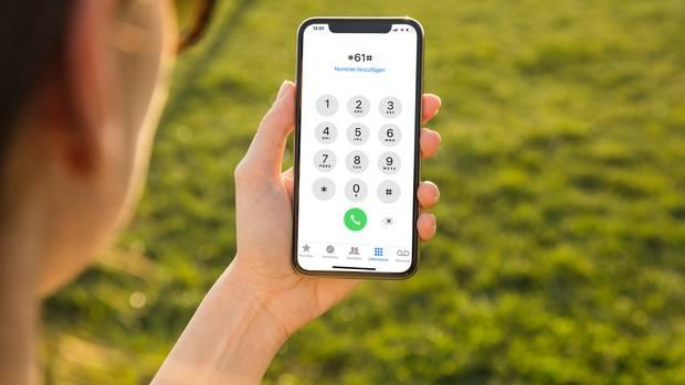 Mit den Zahlencodes schaltet man sehr einfach über die Telefon-App Funktionen des iPhones frei