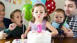Es ist eine schöne, aber hygienisch nicht unbedenkliche Tradition: das Auspusten des Geburtstagskuchens. Der Wissenschaftler Paul Dawson hat festgestellt, dass sich auf dem Tortenguss von Kuchen mit ausgepustetern Kerzen 14-mal mehr Bakterien befinden als auf Kuchen ohne Kerzen. Aber natürlich hängt es hier auch stark von der Person ab - und wie leidenschaftlich diese pustet. Trotzdem ist ein schöner Zuckerguss-Schriftzug vielleicht die bessere Wahl.