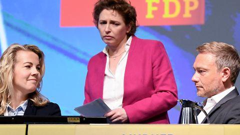 FDP-Generalsekretärin Linda Teuteberg (l.)Nicola Beer, Spitzenkandidatin für die Europawahl und Parteichef Christian Lindner