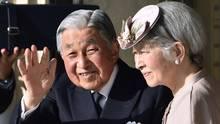 Kaiser Akihito mit seiner Frau Michiko