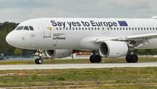 """""""Say yes to Europe"""" lautet der Slogan dieser sonderlackierung. Laut einer Presseerklärungsetze """"sich Lufthansa aktiv für eine hohe Wahlbeteiligung bei der Europawahl ein."""""""