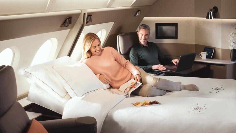 Zwei First Class Suiten lassen sich imneusten A380 von Singapore Airlines zu einem Schlafzimmer mit Doppelbett umgestalten