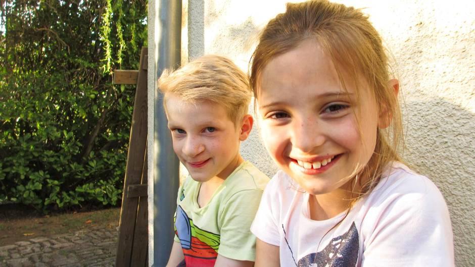 David und Antonia, beste Freunde, die sich nach einem Jahr Suche wiederfanden