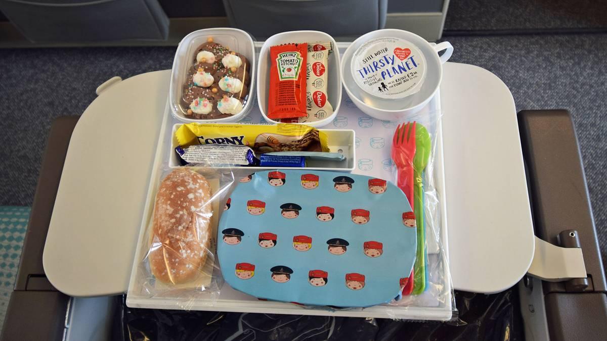Airlinefood Economy Class: Was Airlines auf dem Klapptisch servieren