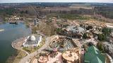 Heide Park Resort  Nach mehrjähriger Pause ist eine der Hauptattraktion zum Saisonstart 2019 wieder freigegeben:der Colossos, Europas höchsteHolzachterbahn. Im Park gibt es 40 weitere Attraktionen für die ganze Familie.  Infos:www.heide-park.de