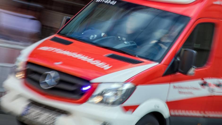 nachrichten deutschland - rettungswagen ausgebremst