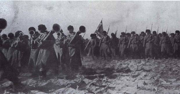 Das 55. Regiment rückt in der Schlacht von Mukden vor.