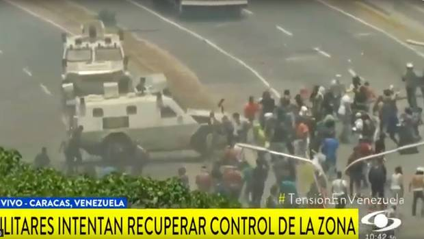 Fernsehbilder zeigten die Attacke auf die Demonstranten
