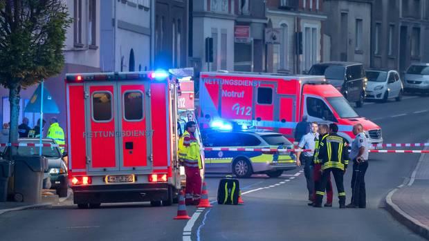 Mann stürzt in Altena bei Dortmund von seinem Balkon im dritten Stock und stirbt