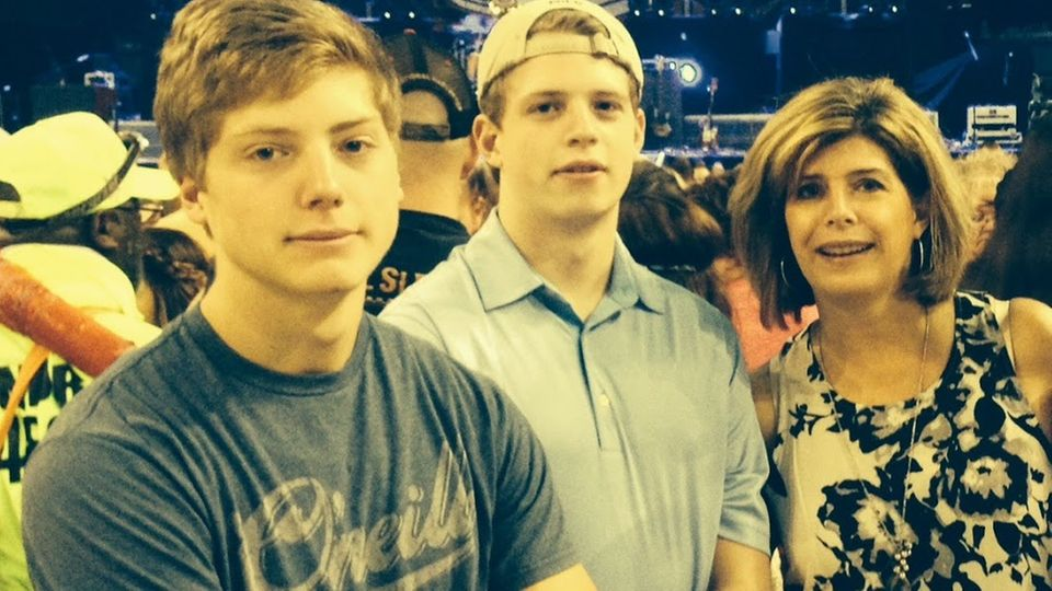 Becky Savage mit ihren beiden verstorbenen Söhnen Nick (M.) und Jack