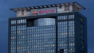 Die Evonik AG sticht durch seine anhaltende Parteienfreundlichkeit besonders heraus