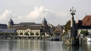 Die Hafeneinfahrt von Konstanz am Bodensee