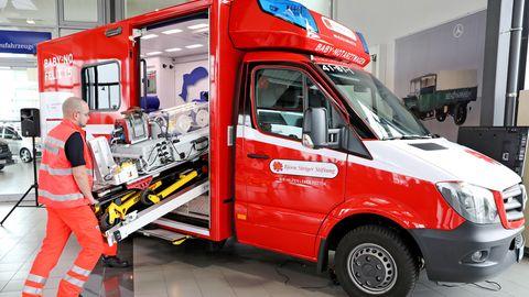 Ein neuerBaby-Notarztwagen in Leipzig.Es ist das 18. Fahrzeug der Björn Steiger Stiftung