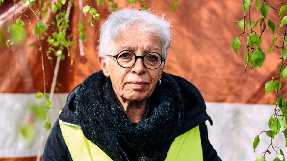 Elisabeth Billaux, 62, demonstriert seit fünf Monaten jede Woche mit gelber Weste auf der Straße