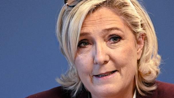Marine Le Pen versucht, die Gelbwesten für ihren Populismus zu instrumentalisieren