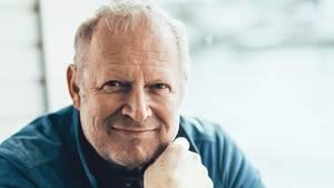 Schauspieler Axel Milberg spricht über seine Kindheit und seinen Roman