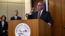 Staatsanwalt Mike Freeman während einer Pressekonferenz nach dem Urteil gegen einen Polizisten, der wegen tödlicherSchüsseauf eine unbewaffnete Australierin schuldig gesprochen worden war.