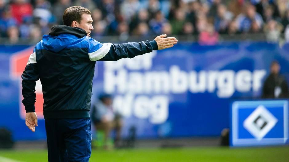 HSV-TrainerHannes Wolf bei der Begegnung der Hamburger mit dem FC Ingolstadt
