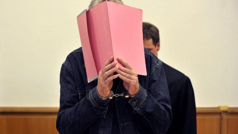 Der Pädophile Martin N. bei seiner Gerichtsverhandlung im Jahr 2011.