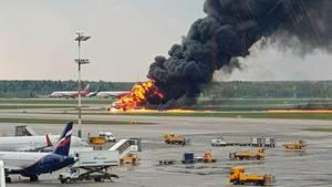 Russland: Passagiermaschine geht in Flammen auf – Zahl der Toten steigt auf 41